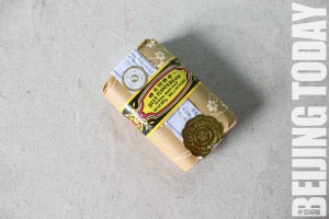 5_Bee-and-Flower-Sandalwood-Soap-–-4-yuan-125g-300x200